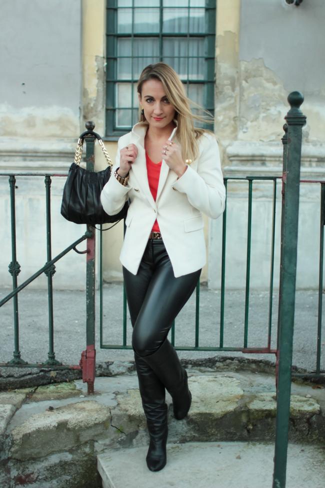 schwarze Lederröhre, Lederhose, leather pants, Jacke Uniform, uniform jacket, overknee boots, Nieten, studded bracelets