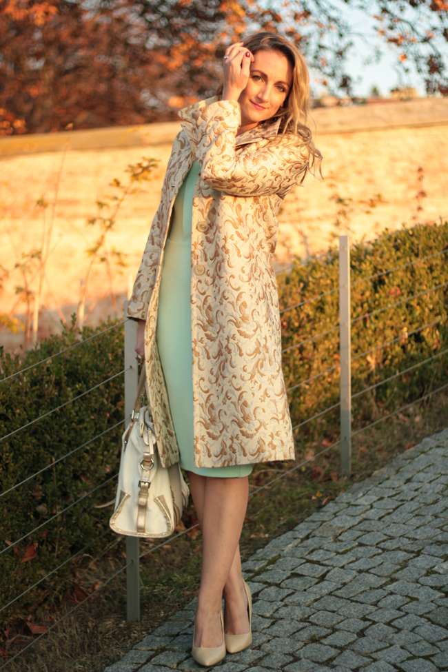 Vintage, brocade coat, Brokatmantel, mint Etuikleid, mint shift dress, nude pumps, ladylike