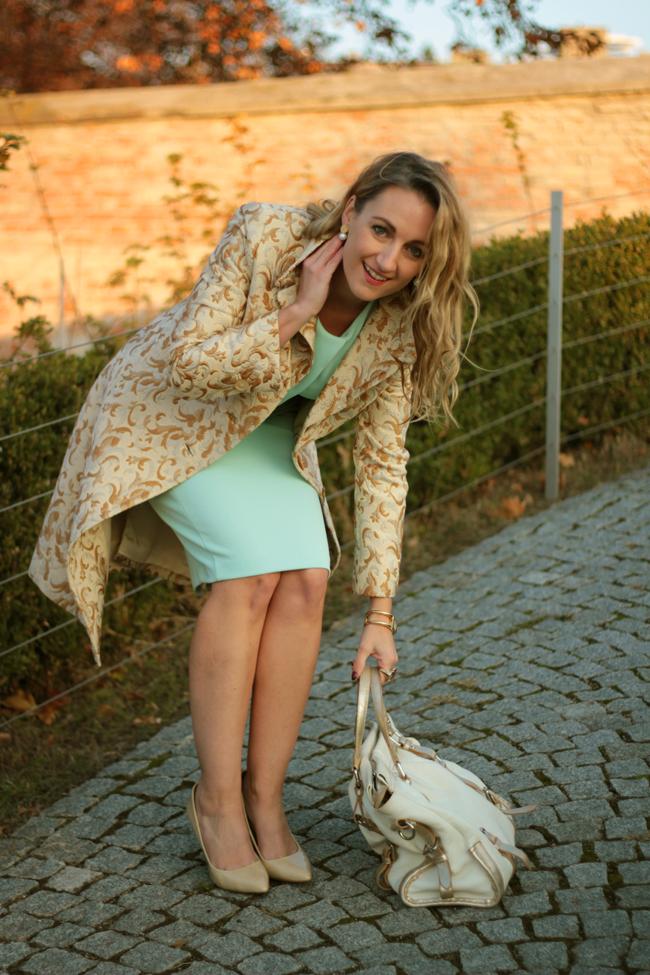 Vintage, brocade coat, Brokatmantel, mint Etuikleid, mint shift dress, nude pumps, ladylike