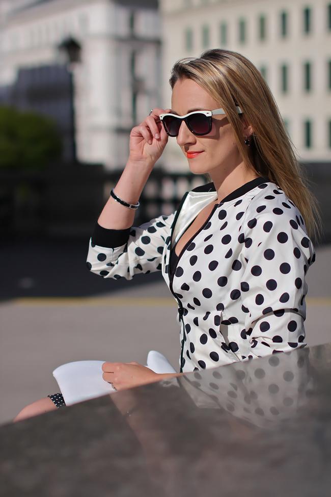 dotted pencil skirt - Sfera / black & white dotted blouson - H&M / top & white leather clutch - Zara / white leather heels - Buffalo / black earrings - Thomas Sabo / black statement ring - Thomas Sabo / bracelet - Swarovski / black & white fashion trend 2013 / pattern mix / collectedbykatja / collected by Katja / Modeblog Österreich / Austrian fashion blog
