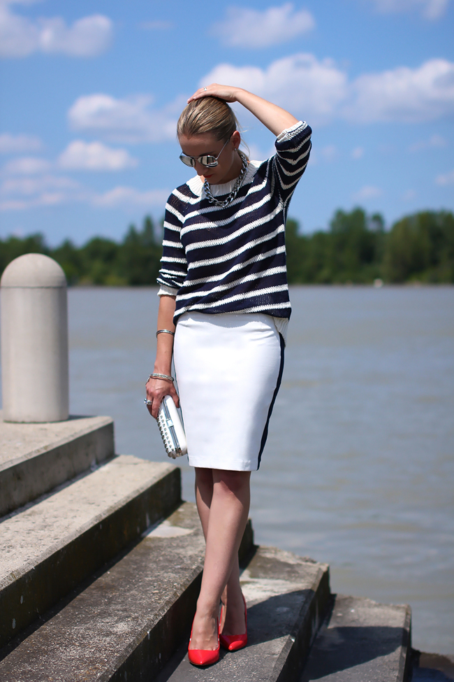 white pencil skirt, knitted summer sweater - Mango / red pumps - Mango by Designer Outlet Parndorf / silver chain necklace, silver mirrored sunglasses - H&M / silver bracelets - Ti  Sento, H&M / white studded box clutch - Forever 21 / silver rings - Ti Sento, engagement ring / silver earrings - Ti Sento / collectedbykatja / collected by Katja / maritime fashion trend 2013 / maritime Mode / Modeblog Österreich / Austrian fashion blog