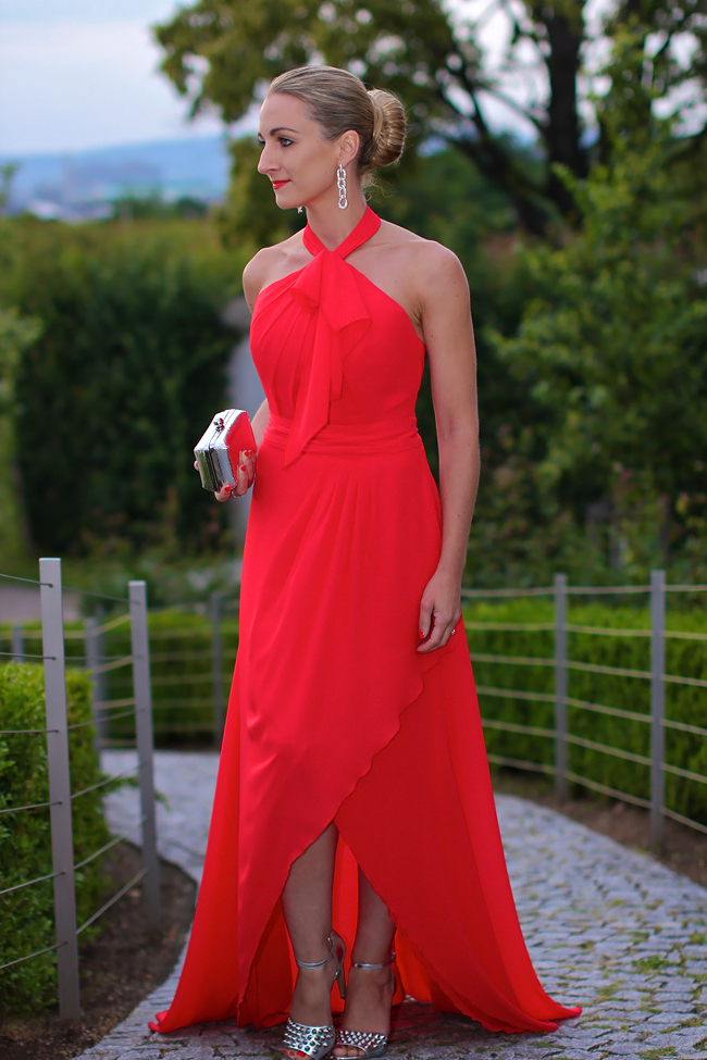 evening dress, red evening gown - Flossmann / rhinestone earrings & ring - Bussy Bussy / metallic high heels - Forever 21 / silver metallic box clutch - C&A / Fête Impériale / collectedbykatja / collected by Katja / Austrian fashion blog / Modeblog Österreich