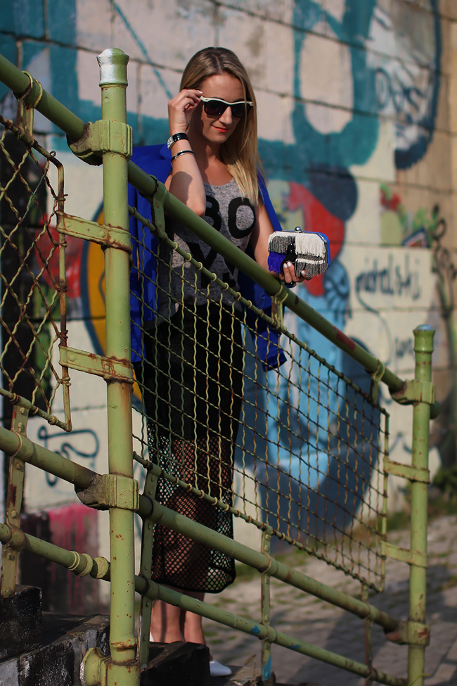 black mesh skirt & cropped shirt - H&M / electric blue blazer - Mango / sequined box clutch - Zara / white leather heels - Buffalo / blue statement ring, Forever 21 / black & white aviator sunglasses - no name / black bracelets - Swarovski, Ti Sento / collected by Katja / collectedbykatja / Modeblog Österreich / Austrian fashion blog / pop art fashion trend 2013