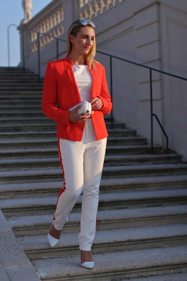 white smoking pants, white studded clutch - Forever 21 / coral red blazer - Mango / white cropped top - H&M / white watch - Swarovski / white crystallized iphone case - get mobile / collectedbykatja / collected by Katja / Modeblog Österreich / Austrian fashion blog / fashion trend 2013 / pop art fashion