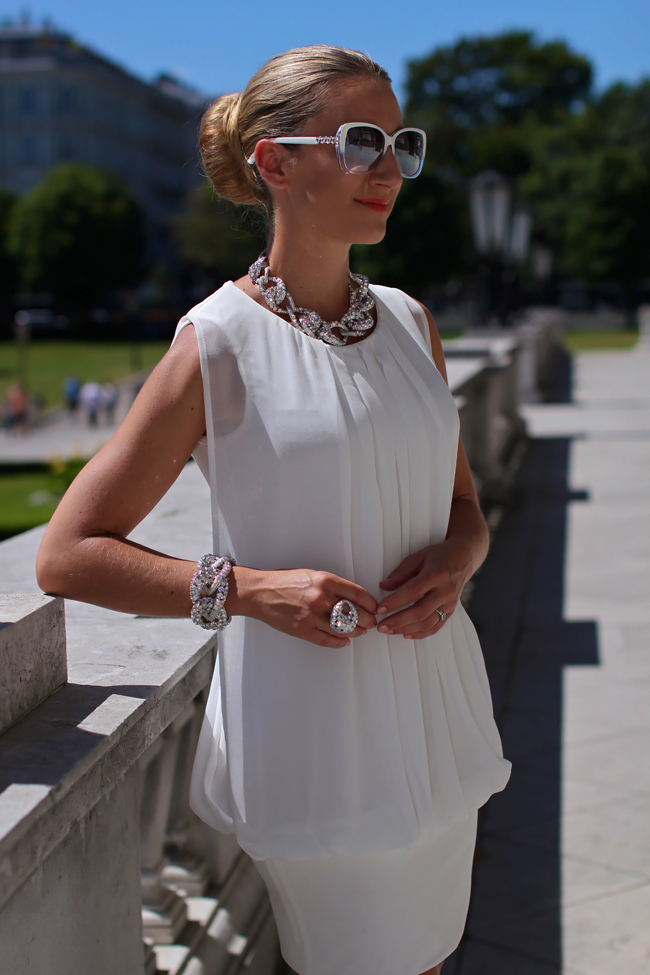 white dress - Karin Kasaj / jewels, white butterfly sunglasses - Swarovski / silver box clutch - C&A / white leather pumps - Buffalo / allover white / summer fashion trend 2013 / Modeblog Österreich / Austrian fashion blog / collected by Katja / collectedbykatja