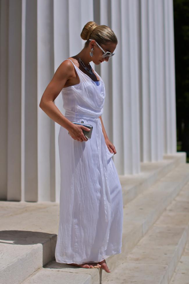 white maxi dress - Karin Kasaj / jewels, sunglasses - Swarovski / silver box clutch - C&A / allover white / summer fashion trend 2013 / Modeblog Österreich / Austrian fashion blog / collected by Katja / collectedbykatja