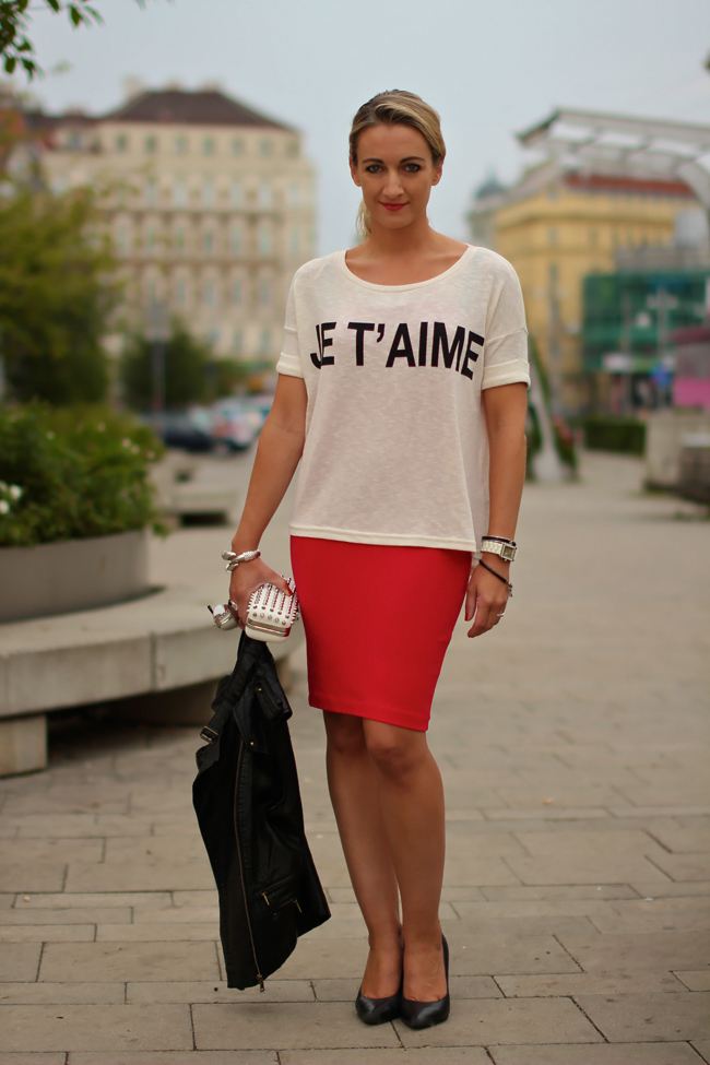 red pencil skirt - Mango / black & white top, vest, white studded box clutch - Forever 21/ black leather heels - Deichmann / mirrored sunglasses - H&M / bracelets - LookbookStore, Swarovski, Thomas Sabo / rings - engagement ring, Thomas Sabo / collectedbykatja / collected by Katja / fashion trend fall 2013 / Modeblog Österreich / Austrian fashion blog
