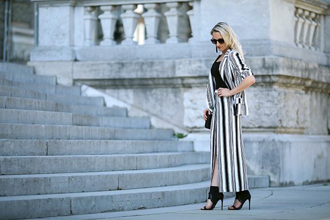 collected by Katja, Modetrends Frühling/Sommer 2018, Maxirock, Oversized Blazer, schwarz weiß Outfit, Fashionblog Österrecich, streetstyle