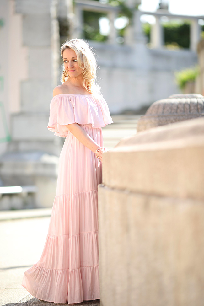 collected by Katja, Maxikleid, Kleid Volants, rosa Kleid, Modetrends 2018, Sommeroutfit, Wedges, Keilabsatz, Hippie Outfit, Hippie Look, Ibiza Styling