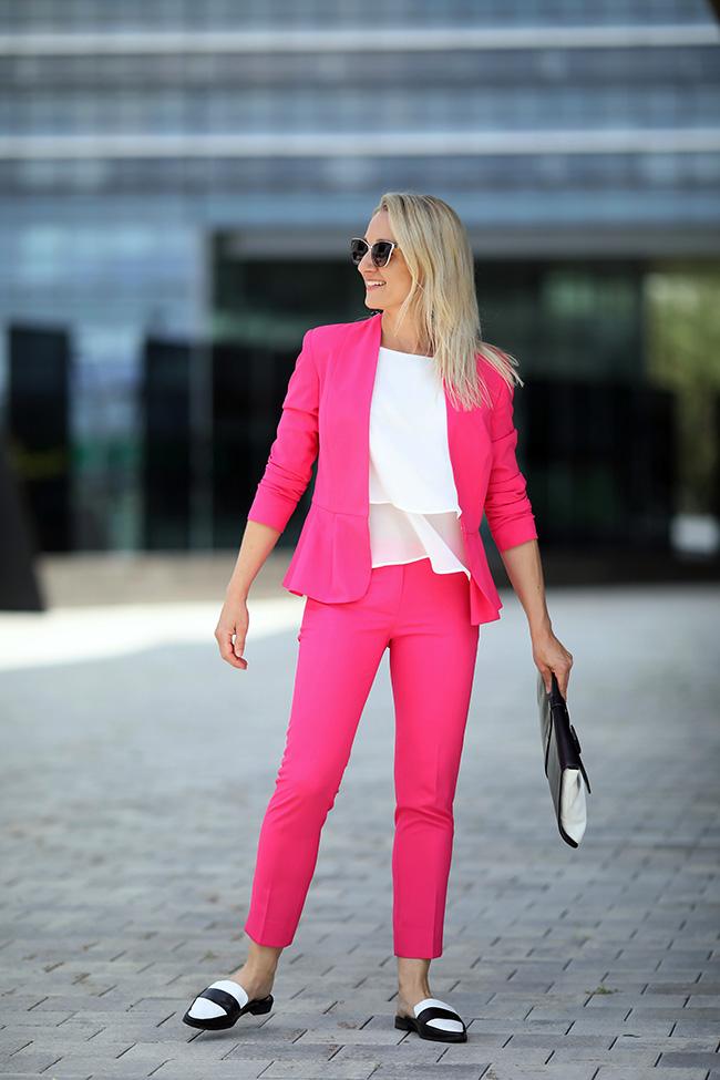 collected by Katja, Hosenanzug, Power Dressing Suit, Modetrend 2018, Styling Hosenanzug, Outfit Hosenanzug, pink Hosenanzug, Statement Outfit, Modeblog, Ü40 Blog, fashion blog