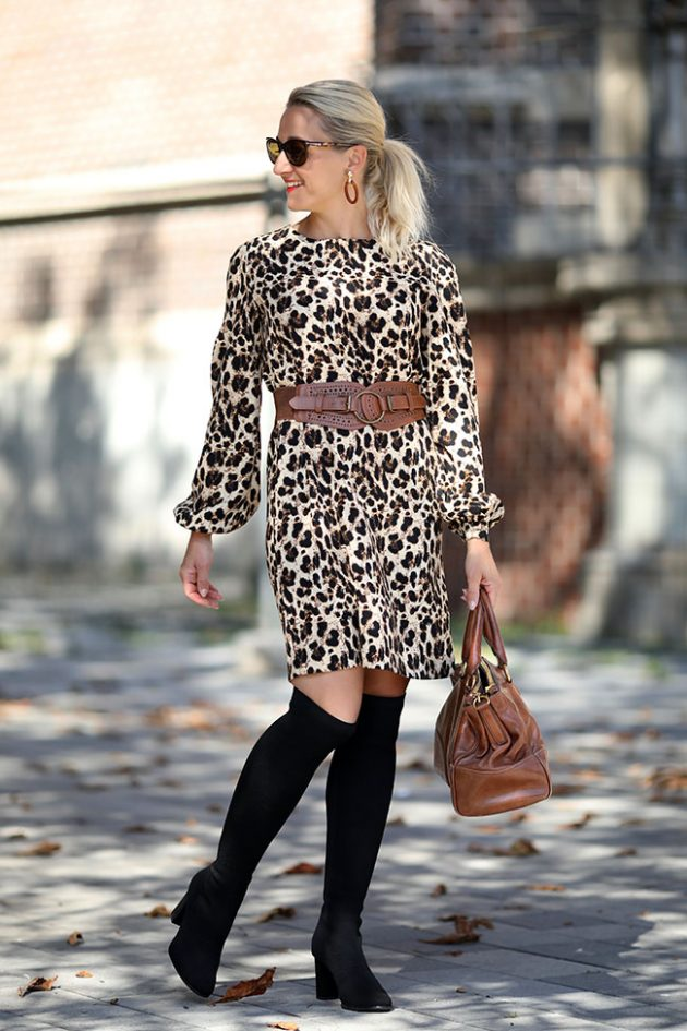Herbst Outfit Leokleid Overknee Stiefel Cognacbraun Collected