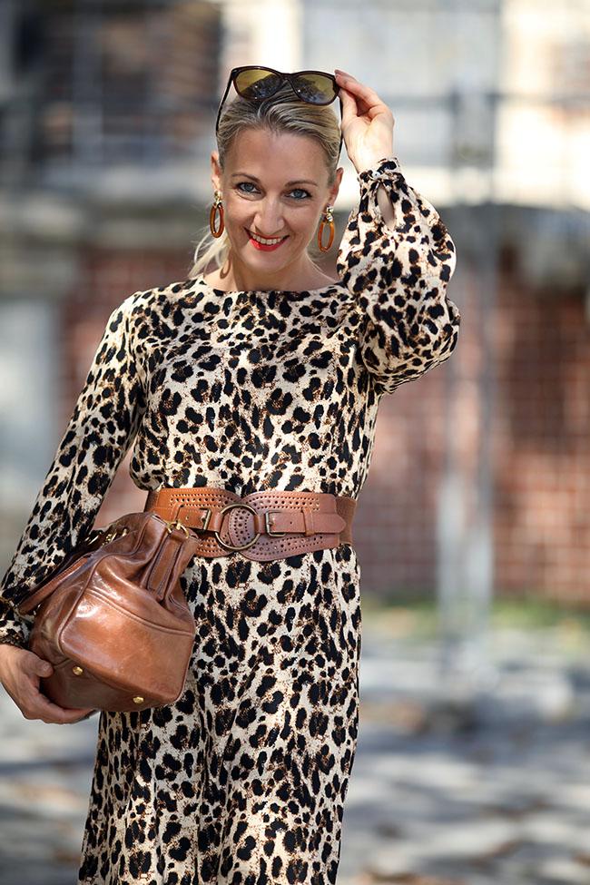 collected by Katja, Modetrends Herbst 2018, Herbsttrends 2018, Leomuster, fashion trend leopard, Overknee Stiefel, Sockboots, Modeblog Österreich, Ü40 Blog, Ü40 Outfit Leo