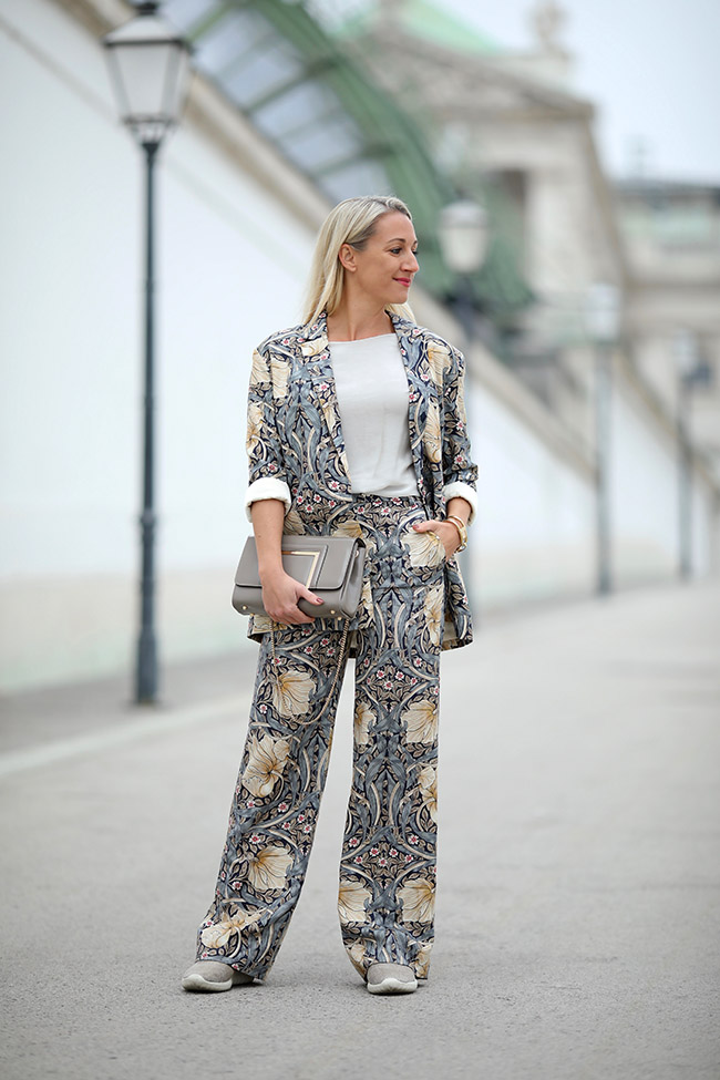 collected by Katja, Business Look Woman, Outfit Büro, Hosenanzug cool, Pyjama Anzug, Modetrends Winter 2018, Modeblog Österreich, fashion blog Austria, lifestyle blog, Ü40 Blog