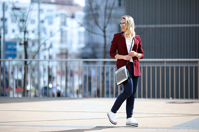 collected by Katja, lifestyle blog for women, Modeblog Österreich, Ü40 Blog, fashion over 40, platform sneakers, Plateau Sneakers, Büro Outfit lässig, business look cool