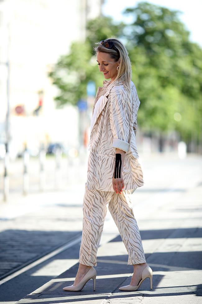 Hosenanzug Zebraprint, Outfit Animal Print, Leinenanzug, Modetrends 2019, Sommer Outfit, Outfit Büro Sommer, Ü40 Blog, Ü40 Modeblog, Ü40 Outfit, Modeblog Österreich, Austrian lifestyle blog, collected by Katja