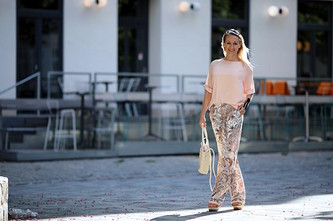 Modetrend 2019, Pyjama Pants, Outfit Pyjama, Hosenanzug 2019, Seidenhose Styling, Büro Outfit cool, Sommeroutfit Büro, Modeblog Österreich, Austrian lifestyle blog, Ü40 Blog, Ü40 Outfit, collected by Katja