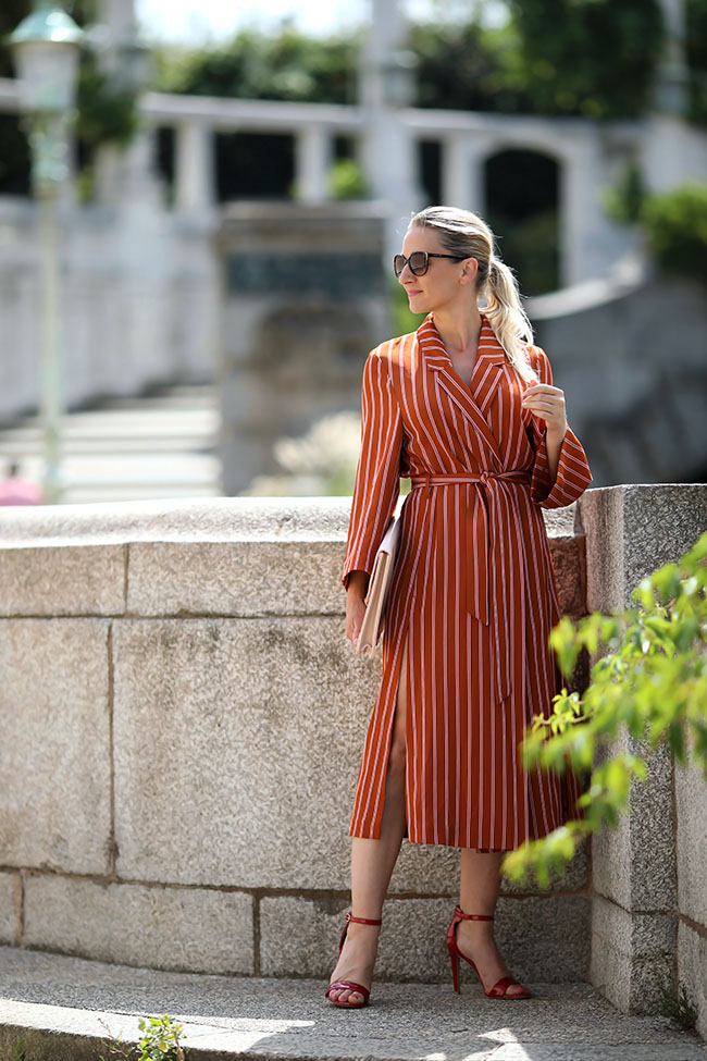 collected by Katja, Ü40 Blog, Ü40 Outfit, over 40 style, over 40 lifestyle blog, coat dress, Mantelkleid, Outfit Sommer Büro, elegant Look Sommer Office, Sandaletten rot