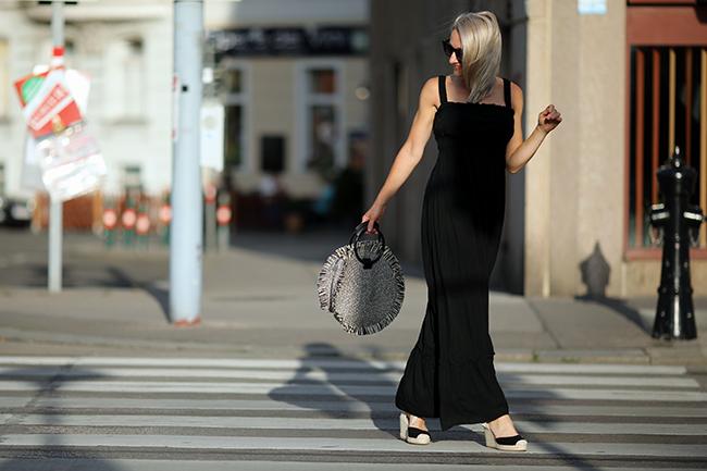 collected by Katja, women over 40, fashion over 40, Ü 40, Modeblog Österreich, austrian fashion blog, boho style, maxi dress, Maxikleid, Hippie Kleid, Basttasche, Wedges, Styling Maxikleid, Outfit Wedges