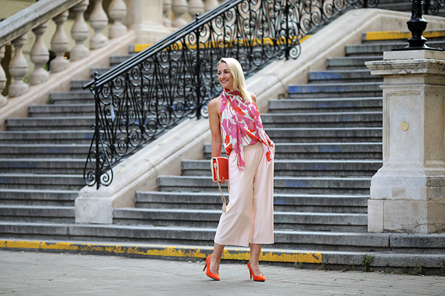 collected by Katja, color blocking, culottes, Trendfarbe Orange, Styling Orange, Outfit Orange, Outfit Pink und Rot, Business Outfit Pink, women over 40, styling over 40, Ü 40, Outfit Ü 40, Modeblog Österreich, austrian fashion blog